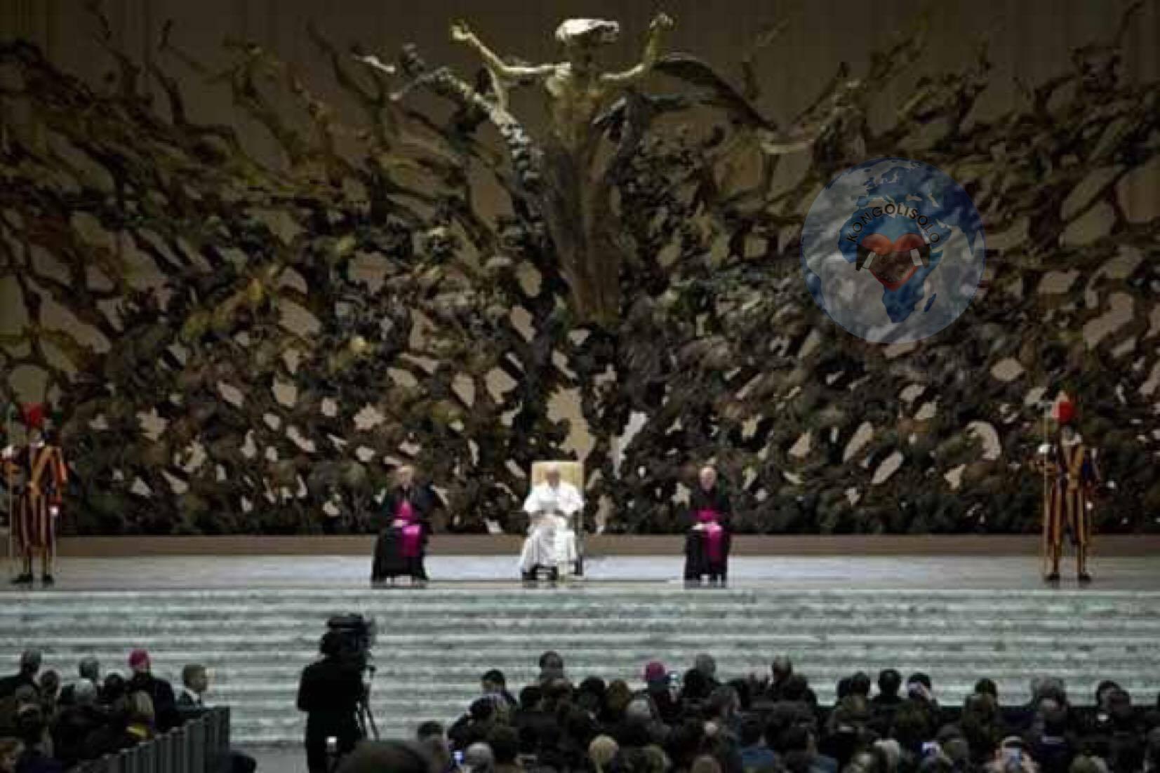Le pape François déclare que Lucifer (Satan) est Dieu et il a également déclaré que L'ENFER n'existe pas et il a fait des gestes attestant son appartenance à la franc-maçonnerie ... (VIDÉO)