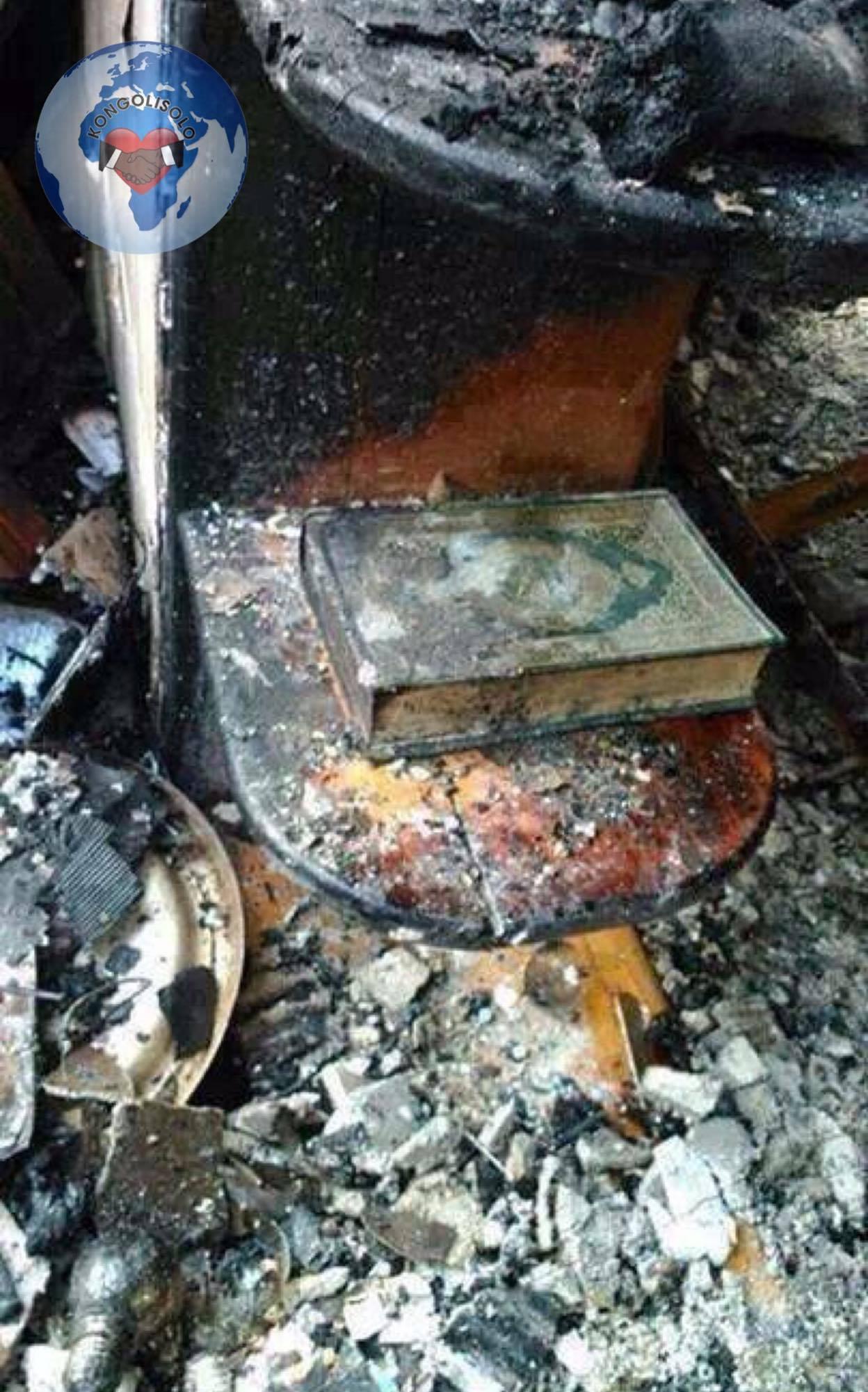 Une maison est complètement brûlé, sauf le Coran