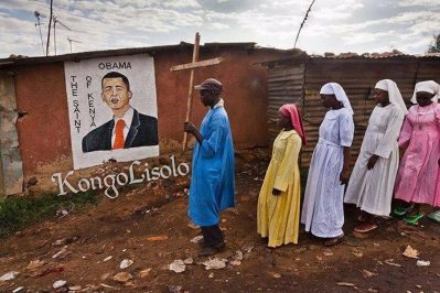 Pauvre Noir / Africain, il ne sait pas où il va dans ce monde : « Après Jésus, Mahomet et Beyoncé, c'est le tour d'Obama », lui aussi est devenu un nouveau Messie au Kenya et les Nègres Abrahamisés lui vouent désormais un culte