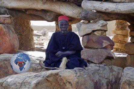 La religion négro-africaine: une religion pure où l'homme, par la spiritualité, par une série de rites et d'observances morales, cherche à vivre en harmonie avec la nature, avec les autres hommes, avec les animaux et avec Nzambé pour assurer sa béatitude dans l'au-delà (sa fusion définitive avec Nzambé )