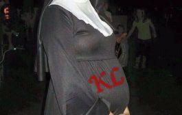"""Les sœurs religieuses """"baisent"""" elles aussi ? … Mais pourquoi elles se cachent derrière leurs voiles ??"""