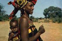 L'avantage de porter le bébé à l'Africaine : « Pourquoi porter le bébé au dos dans la tradition africaine ? »