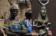 Les cornes sacrées de la mère divine africaine : le couronnement avec les cornes d'une vache ou d'une antilope est très répandu en Afrique