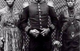 Voici le chef supérieur malimba, en pays sawa en 1903, appréciez la tenue du boss à cette époque-là