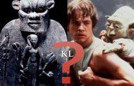 Bes vs Yoda : Bes ou Bisu aussi appelé Aha, était une ancienne divinité africaine de petite taille qui en tant qu'être complexe, était à la fois une divinité sage et un combattant Implacable
