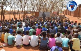 Si ce jeu se déroulait en Afrique, où la majorité des classes contiennent 120 élèves, le temps de finir l'appel, il serait déjà midi, le temps d'aller manger  ... (VIDÉO)