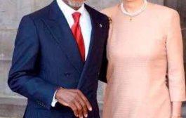Devoir de mémoire : Kofi Annan, un blanc dans la peau noire « Peau noire, masques blancs »; Malcolm X développait le portrait de la mentalité de ce qu'il appelle, d'une part, le « Nègre des champs » et, d'autre part, le « Nègre de maison », ou Oncle Tom, en référence au célèbre roman « La case de l'Oncle Tom »