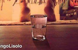 Voici pourquoi vous devez placer un verre d'eau ou un bidon d'eau sous votre lit, chaque soir !