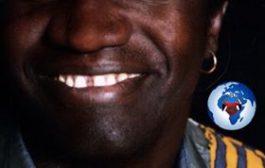 Rions tous en apprenant ... Fier d'être Africain-sénégalais ... Il est en train d'enseigner aux toubabs l'école de la vie dans un langage inoffensif et accessible ... (VIDÉO)