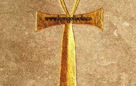 La signification de Ankh : l'Ankh (Aka le noeud Aitsata, ou la « Ansate » Ou « Géré  croix ») a été sacré pour les anciens Égyptiens (c'est effectivement la terre d'antique « Kemet » Qui veux dire « Le pays des noirs » Qui les Grecs plus tard rebaptisés Égypte) et est connue comme la croix originale