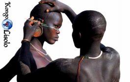 Le Body Painting ou la Peinture Corporelle est l'une des plus ancienne formes d'art en Afrique dont les preuves de cet art de longue date ont été découvertes dans des gravures rupestres en Afrique, notamment dans la grotte de Blombos en Afrique du Sud qui a révélé des couleurs comme des Ocres Rouge et Jaunes à base d'argile déjà utilisé depuis plus de 200 000 ans