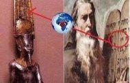 Voici une peinture célèbre de Moïse avec les dix commandements de Dieu, qui sont à nouveau représentés sur des pierres allongées