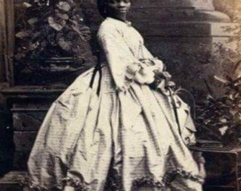 Sara Forbes Bonetta, née en 1843, décédée le 15 août 1880, est originaire d'Afrique de l'Ouest, de la tribu des Egbado du peuple Yoruba