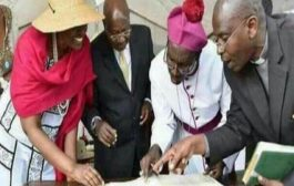 Devoir de mémoire : Vraiment, les miracles existent toujours en Afrique « Le président Yoweri Muséveni » avec l'aide du clergé ougandais découvre qu'il y avait une erreur sur sa date de naissance ... (VIDÉO)