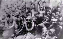 Le Roi Makoko de Mbé en 1882 : est le roi des Téké, le chef du royaume Tio. Il porte le titre de Onko ou Ma-Onko (déformé en makoko) et est le chef de Mbé ainsi que de tous les Tékés. Son nom lui donne le pouvoir sur un territoire situé principalement au centre de ce qui est actuellement la République du Congo, une partie du Gabon et une partie de laRépublique démocratique du Congo avant l'époque coloniale