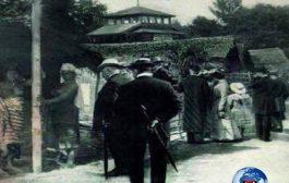 N'aie jamais oublie 1897 : à Tervueren en 1897, deux cent soixante Congolais dont quatre-vingt-dix soldats, trente-quatre épouses et enfants, cent vingt-trois villageois du Bas-Congo et de l'Equateur, deux naims du Haut-Aruwimi sont exposés au public belge