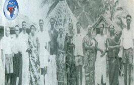 Patrice Emery Lumumba entoure de sa famille au village « D'ONALUA », lors de sa visite en décembre 1952 ... « De gauche à droite »