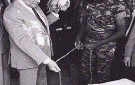 Le président Thomas Sankara reçoit François Mitterrand dans la pure tradition africaine, avec une poule et un mouton, « C'est ce que nous avons chez nous, dit-il » La mémoire est à la base de la personnalité individuelle, comme la tradition est à la base de la personnalité collective
