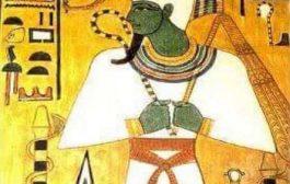 प्राचीन मिस्र में हरे रंग का रंग: हरा रंग (ऊदज) चित्रलिपि के साथ लिखा जाता है जो एक पपीरस का प्रतिनिधित्व करता है। यह स्पष्ट रूप से वनस्पति का प्रतीक है, लेकिन युवाओं, अच्छे स्वास्थ्य और उत्थान का भी
