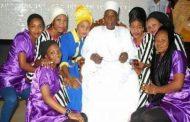 Ce monsieur a été arrêté au Nigeria pour avoir eu 86 femmes et plus de 150 enfants, il paraît que c'est contre la loi musulmane qui n'autorise pas d'avoir plus de 4 femmes ... (VIDÉO)