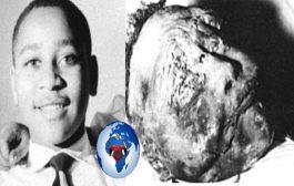 संयुक्त राज्य अमेरिका: 21 अगस्त 1955, युवा एम्मेट, 14 साल, क्रूरता से प्रताड़ित और हत्या कर दी गई है ... उसका अपराध माना जाता है कि उसने एक सफेद महिला का अपहरण किया है ... उसके जल्लादों ने उसे पहचानने की बात पर पीटा।