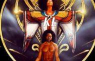 Hymne à Dieu, hymne à Aton : la différence entre le psaume 104 et l'hymne à Aton est flagrante : dans le psaume, le soleil est une créature de Dieu, alors qu'Akhenaton rend un culte évident au soleil, en tant que divinité suprême