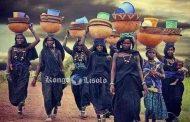 Rôle social et politique des femmes baoulé: les femmes baoulé jouent parfois un rôle prédominant dans l'exercice du contrat social, soit directement; soit indirectement
