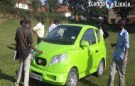 Oungada : un groupe de 25 étudiants de l'université ougandaise Makerere ont construit le premier véhicule électrique du pays