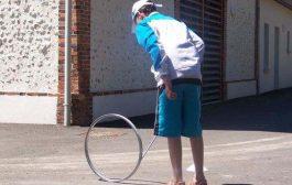 Le Chinguerenguere : c'est un jeu qui se joue avec une jante de vélo et un bâton ... Mettre le bâton au milieu de la jante et arriver à courir sans faire tomber la jante