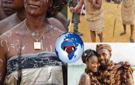 Le Krou : le sud-ouest ivoirien est le domaine de la famille Krou (Wè, Bété, Dida), qui s'étend à une bonne moitié du territoire libérien. Il semble aujourd'hui acquis que le terme Krou tire son origine du nom d'une population qui, dès la fin du XVIe siècle, apparaît sur les cartes de la future côte libérienne, entre les rivières Cestos et Sinoe, sous le nom de Krao