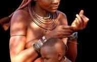 Chez, les Himbas de Namibie en Afrique australe, la date de naissance d'un enfant est fixée, non pas au moment de sa venue au monde, ni à celui de sa conception, mais bien plus tôt : depuis le jour où l'enfant est pensé dans l'esprit de sa mère