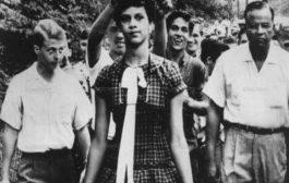 Dorothy Counts, la première noire dans une école ségrégationniste : Dorothy Counts (Charlotte, Caroline du Nord) était la première noire en Amérique à mettre les pieds dans une école ségrégationniste, totalement blanche (le 4 septembre 1957)