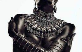 La beauté noire: Éloge aux belles gazelles de l'Afrique dans leur peau d'ébène « Femme nue, femme noire » Vêtue de ta couleur qui est vie, de ta forme qui est beauté