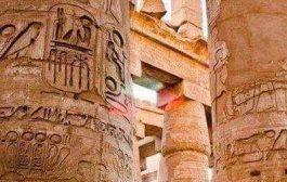 Les habitants actuels de l'Egypte sont des envahisseurs: Si les Égyptiens actuels avaient vraiment bâti des pyramides et des temples, enterré leurs ancêtres dans des grandes nécropoles comme celle de la vallée des Rois, momifié leurs morts Etc ...
