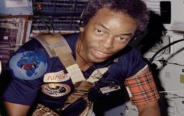 """अंतरिक्ष यात्री का कोई रंग नहीं है, हर कोई अंतरिक्ष यात्री बन सकता है: अंतरिक्ष यात्री अंतरिक्ष यात्रियों की त्वचा के रंग पर निर्भर नहीं करता है """"यह सिर्फ गोरे लोगों के लिए नहीं है"""""""