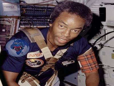 L'astronautique n'a pas de couleur, tout le monde peut devenir astronaute : l'astronautique ne dépend pas de la couleur de la peau des astronautes « C'est n'est pas l'apanage des seuls blancs »
