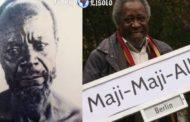 L'Allemagne détient les crânes de guerriers Maji Maji qui se sont rebellés contre les colons allemands :  à gauche une photographie censée représenter le chef songea Mbano, dont les restes ont été envoyés en Allemagne et à droite Mboro, activiste Tanzanien à Berlin, tenant un panneau de rue conçu comme une protestation des actions coloniales allemandes contre la rébellion de Maji Maji