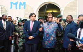 Qui a détrôné Mobutu du Pouvoir ? Mobutu Seseseko Kukungbendu Wazabanga régna 32 ans sans partage sur la République démocratique du Congo, alors Zaïre « Son règne aura fait la pluie et le beau temps de 1965 à 1997, mais tel un château des cartes, son pouvoir  s'écroula au grand dam des siens »