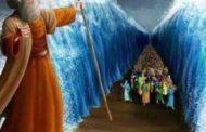 Moïse ouvrant la mer: l'absence de science avait fleuri les fables et les mythes les plus extrêmes de ce côté du monde