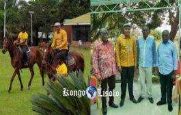 Drôle de cavalier : fallut-il que le parti politique « UDPS » prenne le pouvoir pour que son secrétaire général « Jean Marc Kabund A Kabund » apprenne à « Faire le cavalier » ? Ça serait pour la toute première fois qu'il monte à dos du cheval « Il joue au drôle de cavalier » ... (VIDÉO)
