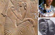 Confusion et récupération des occidentaux sur Ramsès II : image 1, en voyant la tresse typique de la noblesse égyptienne qu'arborait Ramsès II durant son enfance, les occidentaux ne pouvant se résoudre à accepter la « Négritude » de ce peuple, sont allés jusqu'à friser le ridicule