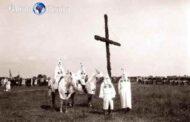 Le Ku Klux Klan (KKK) – du grec Kuklos, cercle et du latin Lux, lumière est une organisation raciste, suprémaciste et criminelle fondée dans le Tennessee en 1865, quelques mois après l'abolition de l'esclavage aux États-Unis, par 6 officiers sudistes