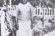 Partie1: la naissance et les miracles du Seigneur Kimbangu « Après la chute du Royaume Kongo le 29 Octobre 1665 à Mbuila avec la mort du Roi Vita Nkanga, l'Afrique tombe aux mains des occidentaux, l'esclavagisme se renforce, des milliers d'Africains serons vendus, déportés et traités comme des bêtes en Europe et en Amérique avec la bénédiction de l'Église Chrétienne qui s'appuyait sur une prétendue malédiction Biblique de la race Noire, destinée à servir la race blanche »