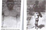 Partie 2 : la naissance et les miracles du Seigneur Kimbangu - Venus de Tanda Kongo, un groupe d'éleveurs de vaches à la recherche de nouveaux pâturages et terres migrèrent vers l'Est; les populations locales nommèrent ces éleveurs migrants les « Besi Ngombe » (c'est-à-dire les propriétaires de vaches); l'un des clans venu d'Angola s'établit sur une colline et ils fondèrent un village auquel ils donnèrent le nom de « Mbola », qui deviendra par la suite « Nkamba »