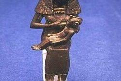 Le solstice d'hiver célèbre la fête de la naissance du fils de Dieu Ausar, Heru, de sa vierge mère fontaines. Bien sûr, ce concept a été détourné par les Gréco-coptes dans la fabrication de la religion chrétienne
