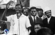 Lumumba dans les coulisses de l'histoire : si les admirateurs de Lumumba voyaient en lui un Dieu libérateur, ses détracteurs le considéraient carrément comme un Diable; d'une part, ce n'est pas pour rien que la religion Nzambe Lumumba (Dieu Lumumba); d'autre existe, Lumumba n'a jamais bénéficié d'une bonne presse de la part de ceux qui lui en voulaient
