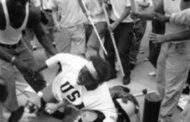 Devoir de mémoire : comment une adolescente afro-américaine a-t-il sauvé de justesse un Ku Klux Klan ? Éprise d'humanité, l'adolescente afro-américaine avait posé un acte héroïque en s'interposant pour sauver l'homme monstrueux au grand tatouage « SS »