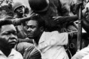 Que des histoires dans l'histoire de l'Afrique : pourquoi la peau de Lumumba n'a-t-elle pas été sauvée ? L'histoire de l'Afrique est un éternel recommencement; si elle est faite de grandeur, elle est aussi faite de chute surtout pendant que les officines diplomatiques pro-Lumumba s'activaient pour sa libération, la CIA et leurs valets ne juraient qu'à sa (liquidation) pure et simple