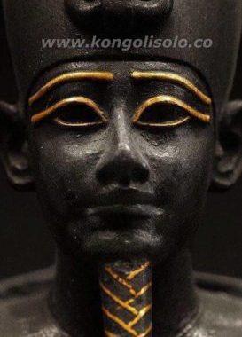 Choisir entre Histoire et Spiritualité : quiconque tient l'histoire d'un peuple tient son âme, mais quiconque tient la spiritualité d'un peuple le contraint à vivre sous le joug d'une servitude éternelle