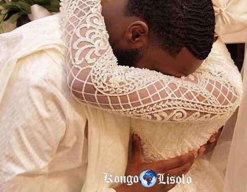 لماذا ترتدي النساء السود / الأفريقيات الفساتين البيضاء عندما يتزوجن؟ بدلا من ارتداء الفساتين الحمراء او السوداء ؟؟ يبقى السؤال